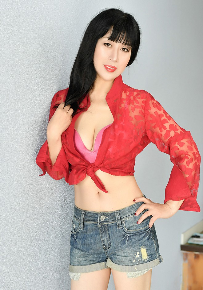 Asian bride Hong from Shenyang
