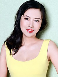 Asian woman Qi (Fannie) from Shenyang, China