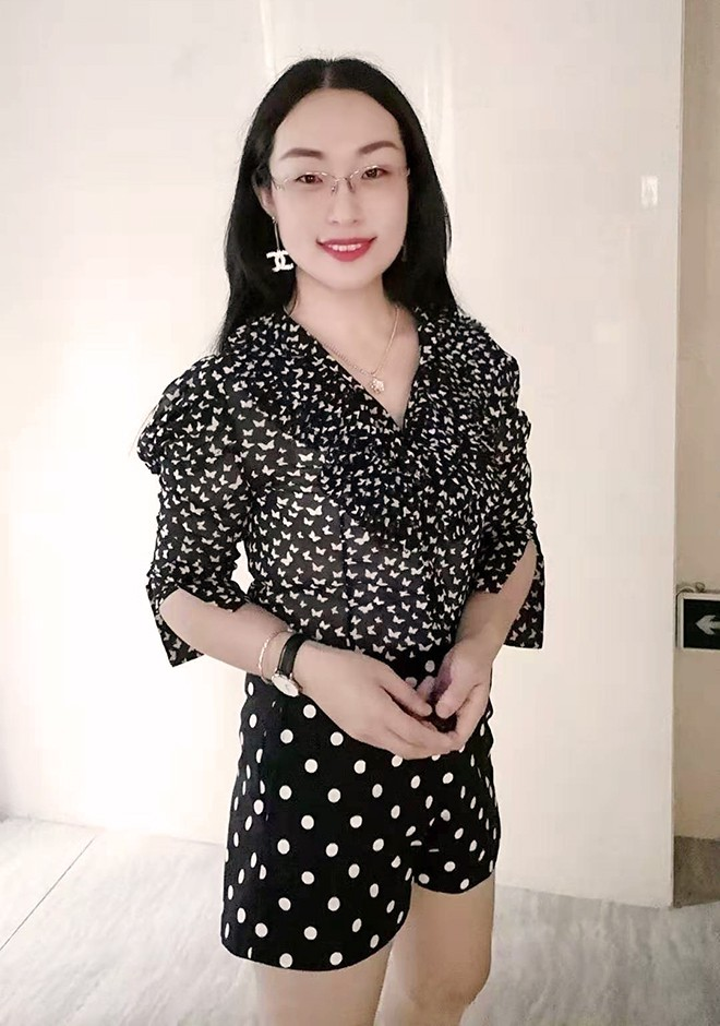 Single girl Yoyo 34 years old