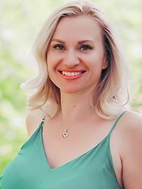Russian woman Elena from Charukov, Ukraine